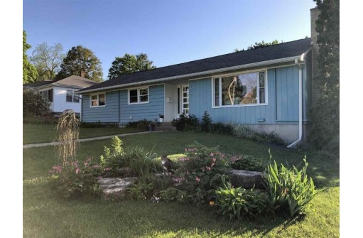 230 S 1st St, Mount Horeb, WI 53572