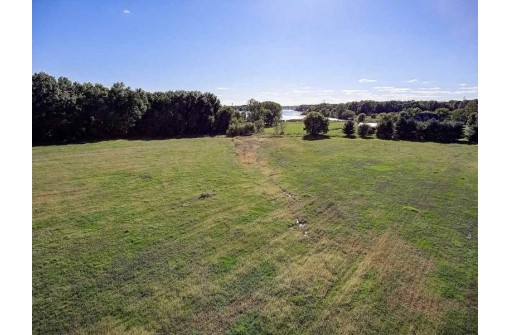 L1 Oak Shore Dr, Fall River, WI 53932