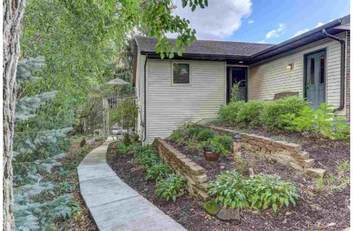 601 Commonwealth Dr, Fort Atkinson, WI 53538