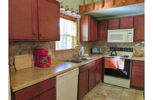 N4690 Glacier Lake Dr, Oxford, WI 53952