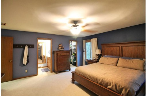 316 Country View Ct, Janesville, WI 53548