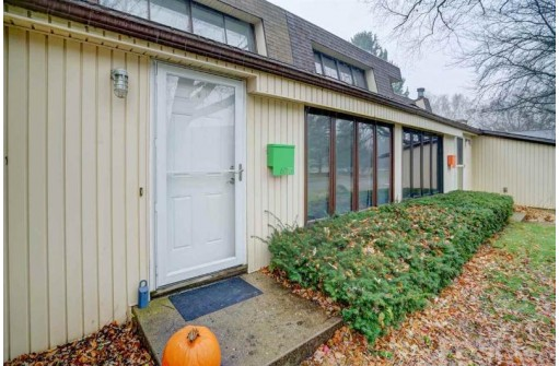 6320 Offshore Dr, Madison, WI 53705