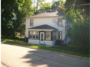 1009 S 4th St Stoughton, WI 53589
