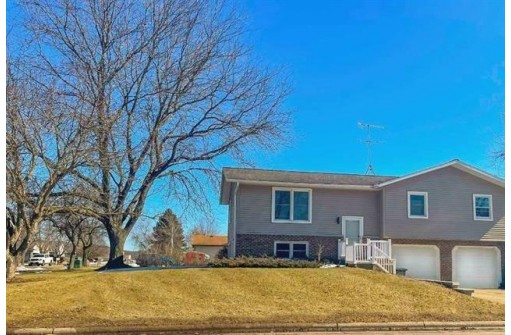 104 Ash St, Sauk City, WI 53583