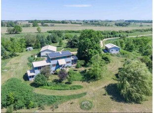 312 Rocky Knoll Rd Mineral Point, WI 53565