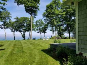 2947 N Lake Shore Drive Harbor Springs, MI 49740