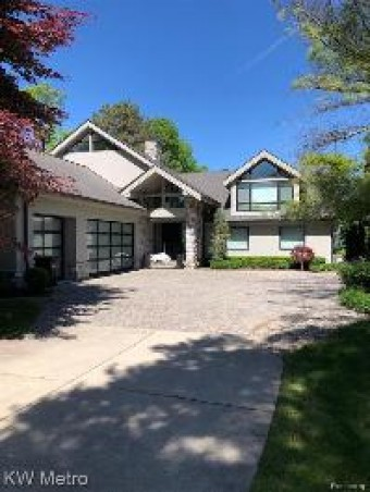 3518 Erie Dr Orchard Lake Village, MI 48324