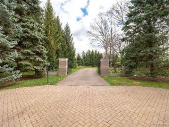 2991 Long Ridge Ct + Parcels West Bloomfield, MI 48323