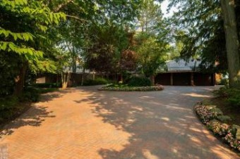 824 Lakeshore Grosse Pointe Shores, MI 48236