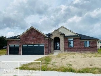 26555 Creek View Dr N Chesterfield Township, MI 48051