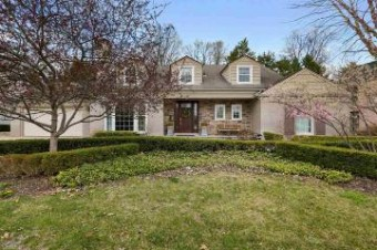 44 S Deeplands Grosse Pointe Shores, MI 48236