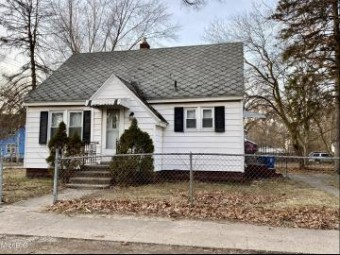 44 Oakwood Avenue Muskegon Heights, MI 49444