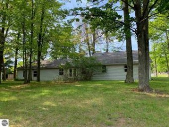 2385 W Houghton Lake Drive Houghton Lake, MI 48629