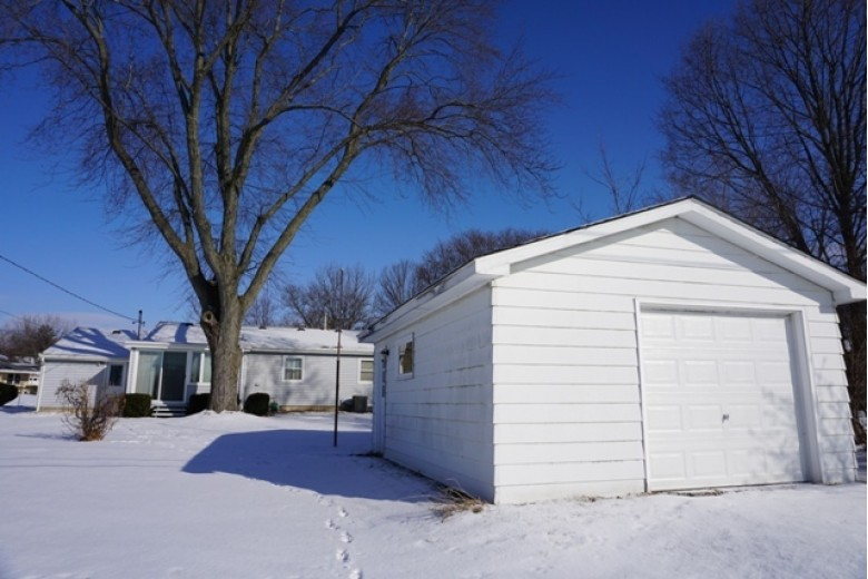 6829 Cooper Ave Middleton, WI 53562 by First Weber Real Estate $219,500