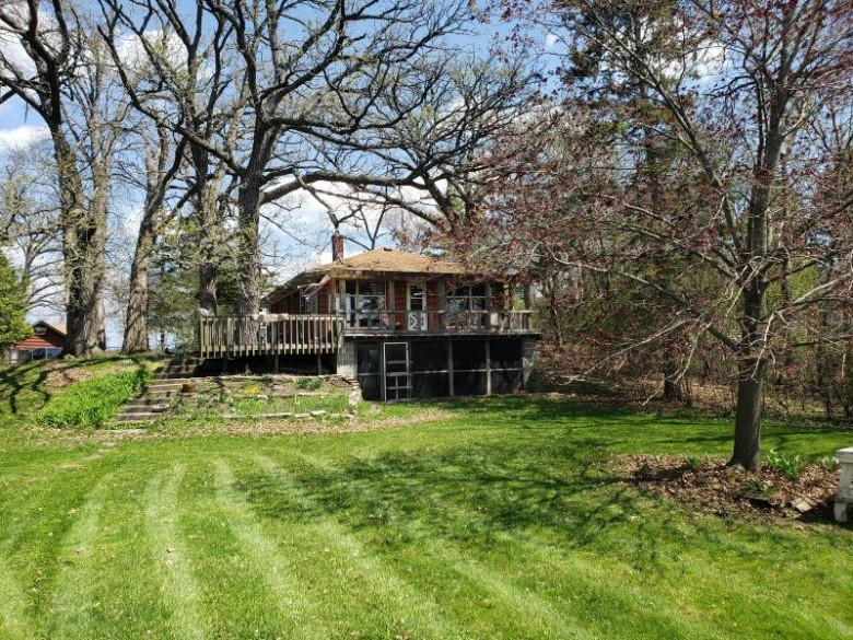 W136S8367 Holz Dr, Muskego, WI by Re/Max Realty 100 $220,000