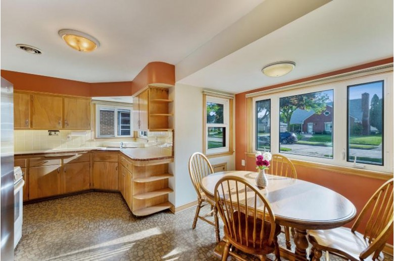 3164 S 38th St, Milwaukee, WI by Coldwell Banker Realty $174,900