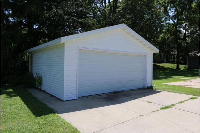 1311 Pleasant St, Lake Geneva, WI by Re/Max Advantage Realty $129,900