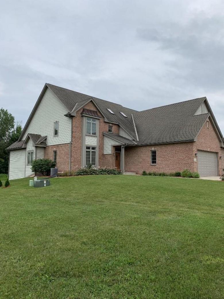 W162N5502 Westwind Dr, Menomonee Falls, WI by Exsell Real Estate Experts Llc $398,000