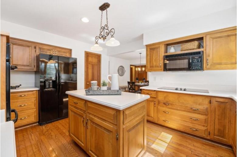W55N463 Spring Ct, Cedarburg, WI by Coldwell Banker Realty $409,000