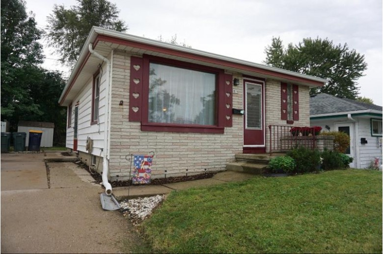 9819 W Lincoln Ave, West Allis, WI by Milwaukee Flat Fee Homes $119,000
