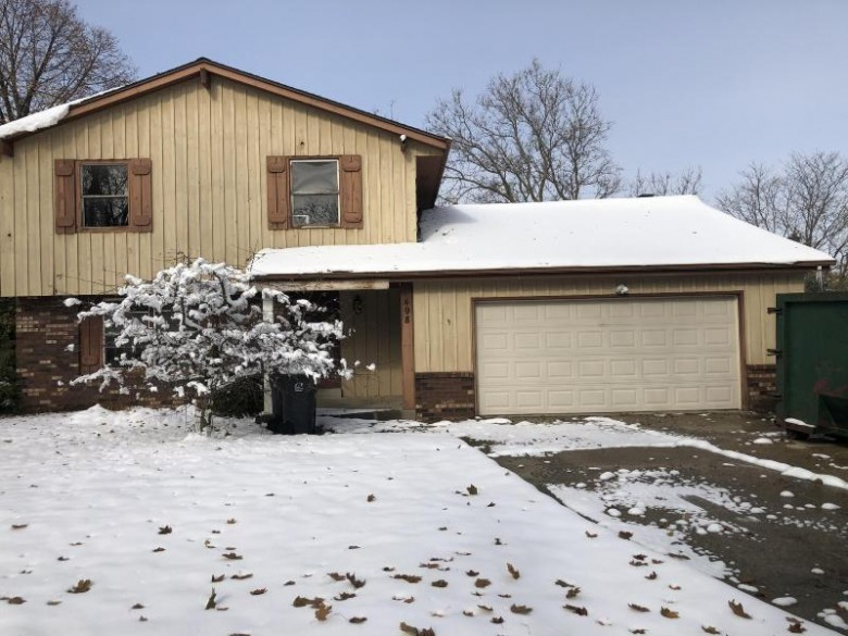498 Park Hill Dr, Pewaukee, WI by Realty Executives Integrity~brookfield $194,900