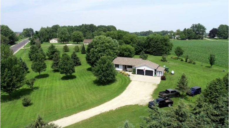 N5330 Hwy D, New London, WI by Exit Elite Realty $209,000