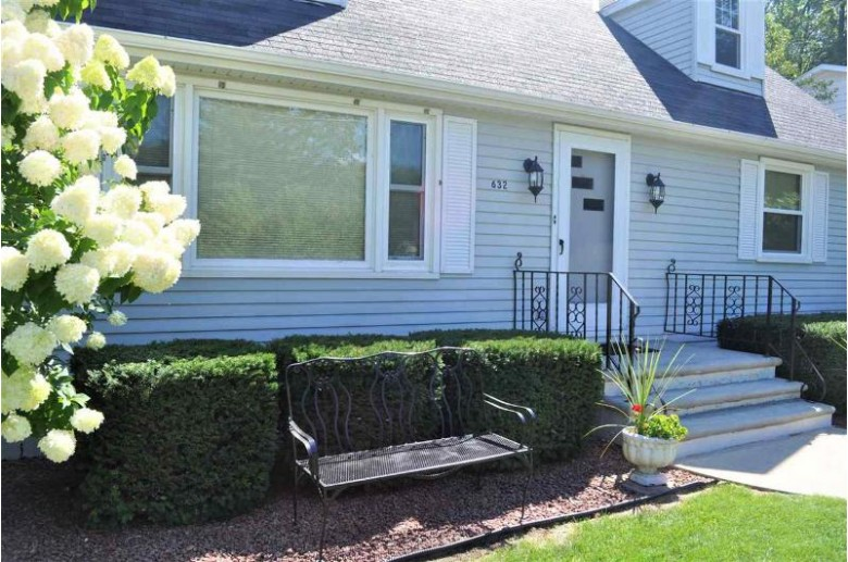 632 E Idlewild Court, Green Bay, WI by Coldwell Banker Real Estate Group $159,800