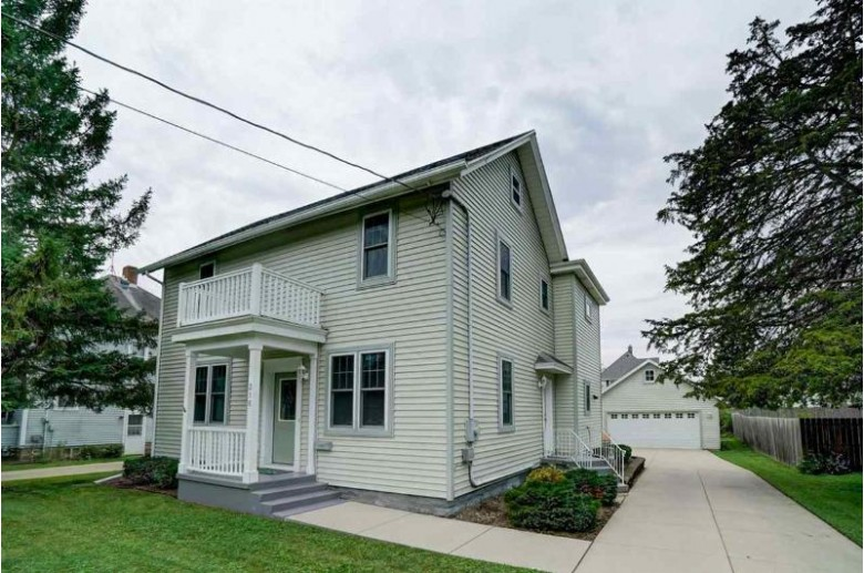 216 S Morris St, Stoughton, WI by Keller Williams Realty $285,000