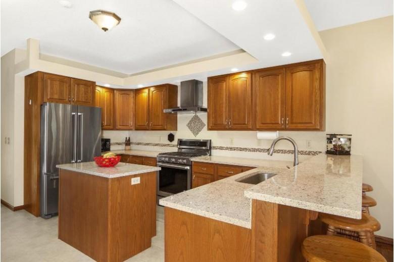 1018 Aspen Valley Dr, Onalaska, WI by Coldwell Banker River Valley, Realtors $389,900