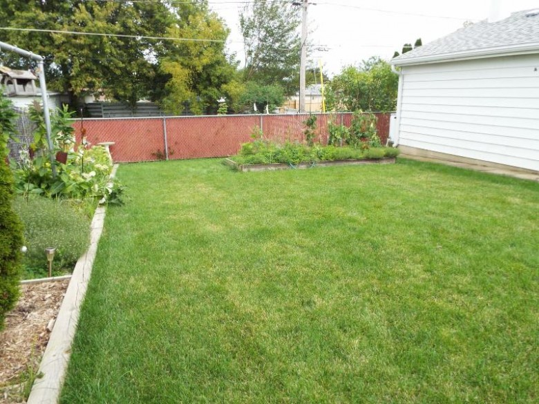 6115 54th Ave, Kenosha, WI by 1 Month Realty $185,000