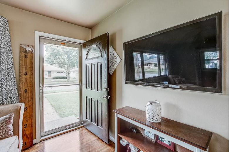 7931 W Burdick Ave, Milwaukee, WI by First Weber Real Estate $189,900