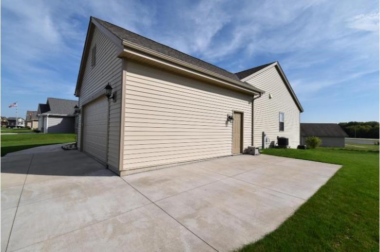 193 E Farmstead Dr, Slinger, WI by Redefined Realty Advisors Llc $294,900