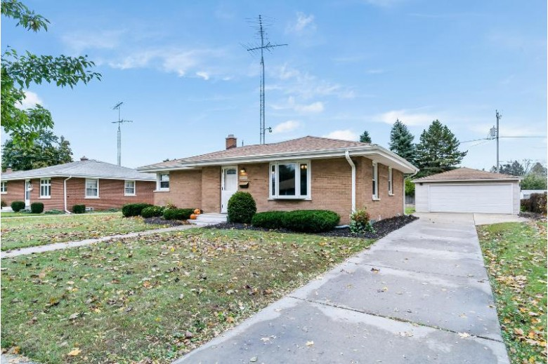 8051 17th Ave, Kenosha, WI by Re/Max Newport Elite $179,900