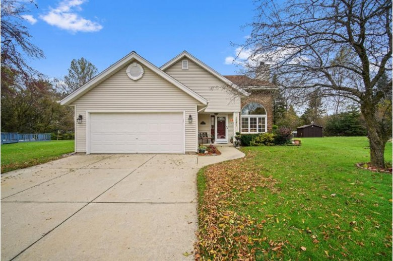 10401 S Ashley Ln, Oak Creek, WI by Coldwell Banker Realty $304,900