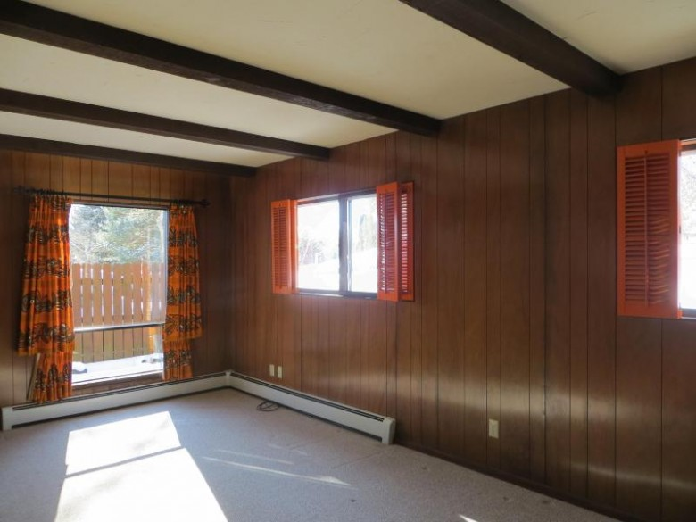 18040 W Crab Tree Ln, New Berlin, WI by Realty Executives - Integrity $202,000