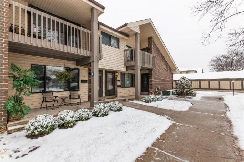 1631 S Carriage Ln, New Berlin, WI by Re/Max Realty 100 $132,000