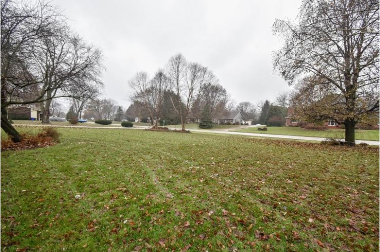 14560 Westview Ct, Brookfield, WI by Re/Max Realty 100 $359,000