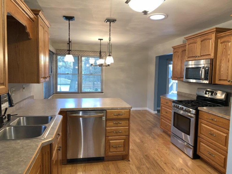 20285 W Lincoln Ave, New Berlin, WI by Realty Executives - Integrity $279,900