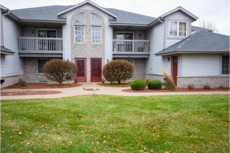 711 Quinlan Dr B, Pewaukee, WI by Redefined Realty Advisors Llc $174,900