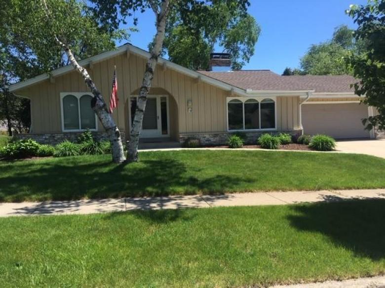 W74 N746 Spruce Ave, Cedarburg, WI by Non Mls $365,000