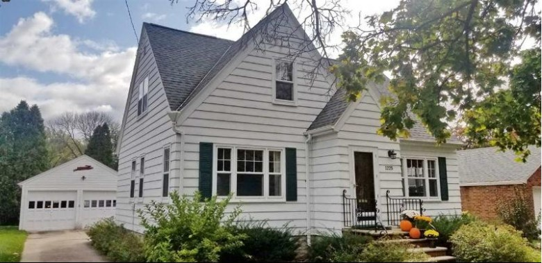 1225 S Roosevelt Street, Green Bay, WI by Mark D Olejniczak Realty, Inc. $162,500