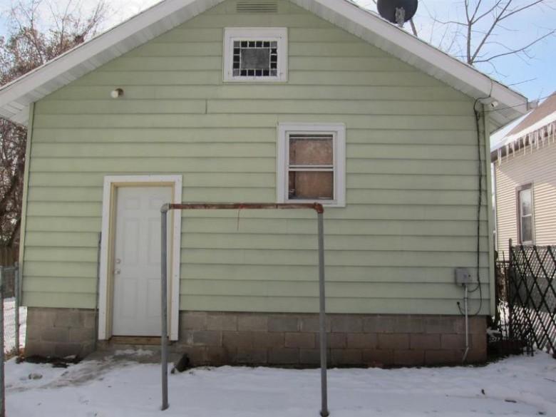 420 Fulton Avenue, Oshkosh, WI by First Weber Real Estate $58,500