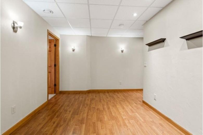 1567 Hillington Drive, Neenah, WI by RE/MAX 24/7 Real Estate, LLC $250,000