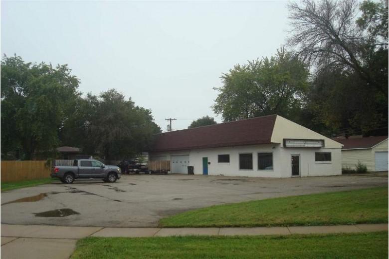 828 Columbus St, Sun Prairie, WI by Re/Max Preferred $209,900