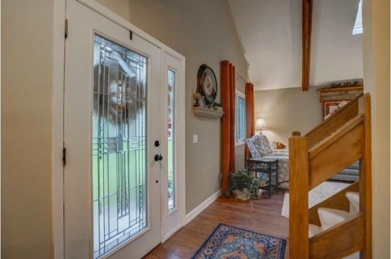 2663 Oakcrest Cir, Sun Prairie, WI by First Weber Real Estate $299,900