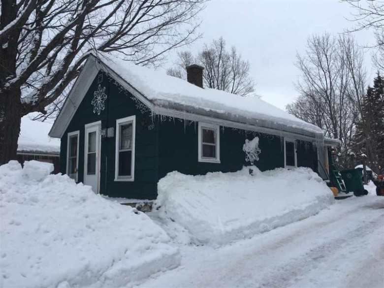 923 Sherman St, Marquette, MI by Century 21 Prime Realty $50,000