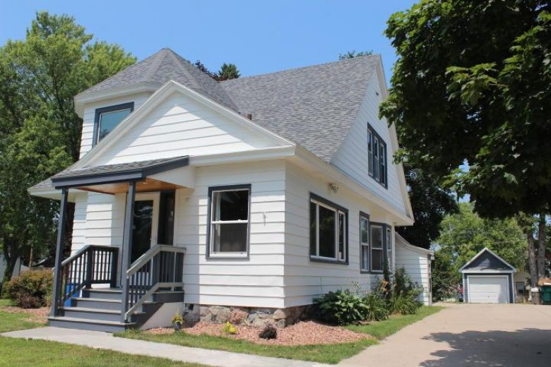506 Madison Ave, Sullivan, WI by Realty Executives - Integrity $204,900