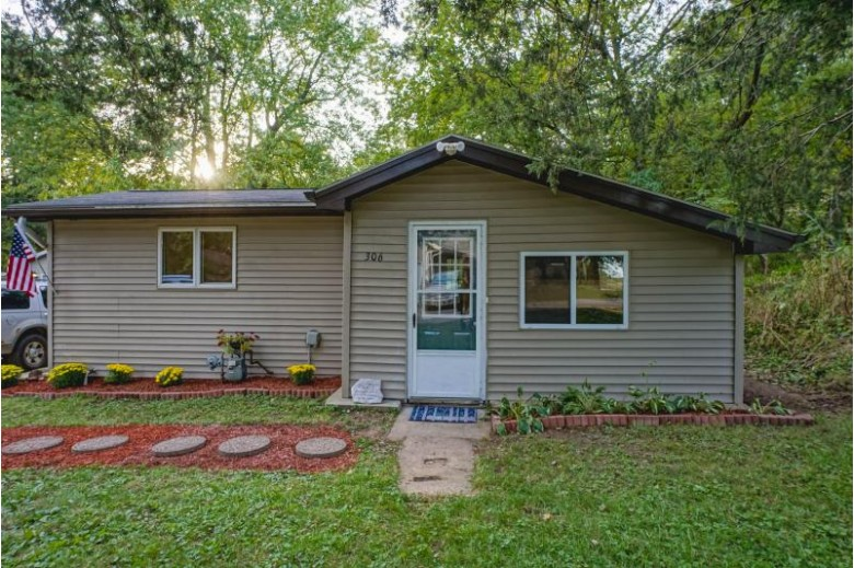 306 Shore Dr, Palmyra, WI by Lake Country Flat Fee $99,900