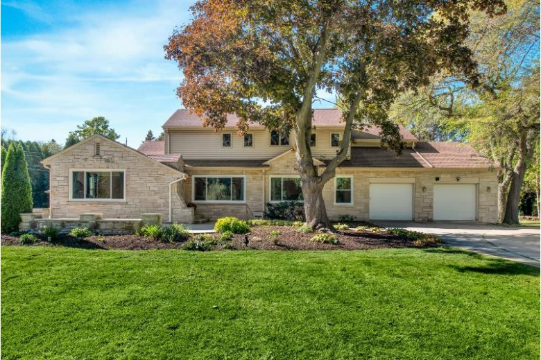 4607 W Hiawatha Dr, Mequon, WI by Coldwell Banker Realty $330,000