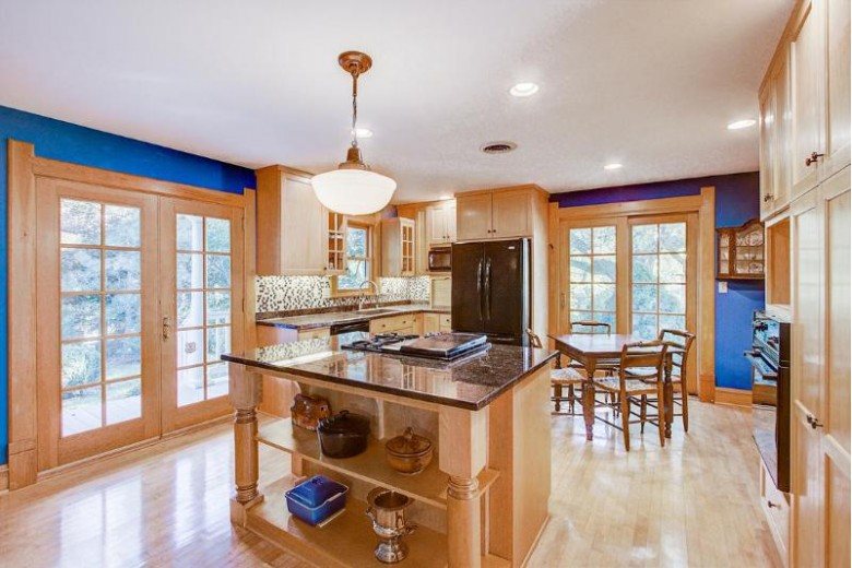 6525 N Green Bay Ave, Glendale, WI by Mahler Sotheby'S International Realty $349,900